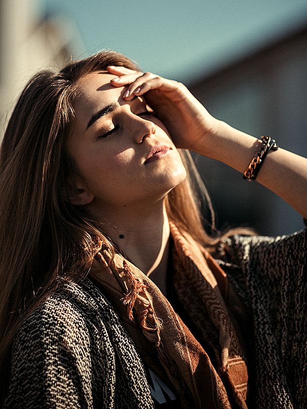 http://styledlivingphotography.com/www/modelmayhem/_LP_8611-mm_srgb-612.jpg